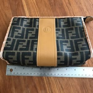 SALE!Vintage Fendi clutch !😍